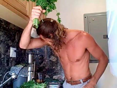 liferegenerator Dan: HOW TO SMELL GOOD NATURALLY! A Leafy Green Juice Recipe Is All It Takes