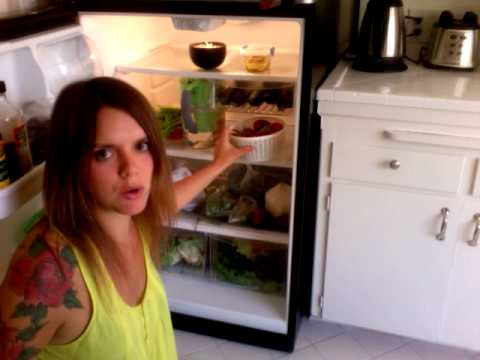 Dee  RawLicious: Inside a Raw Food Kitchen