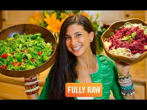Kristina Carrillo-Bucaram: What A FullyRaw Vegan Eats In A Day (Winter Edition)